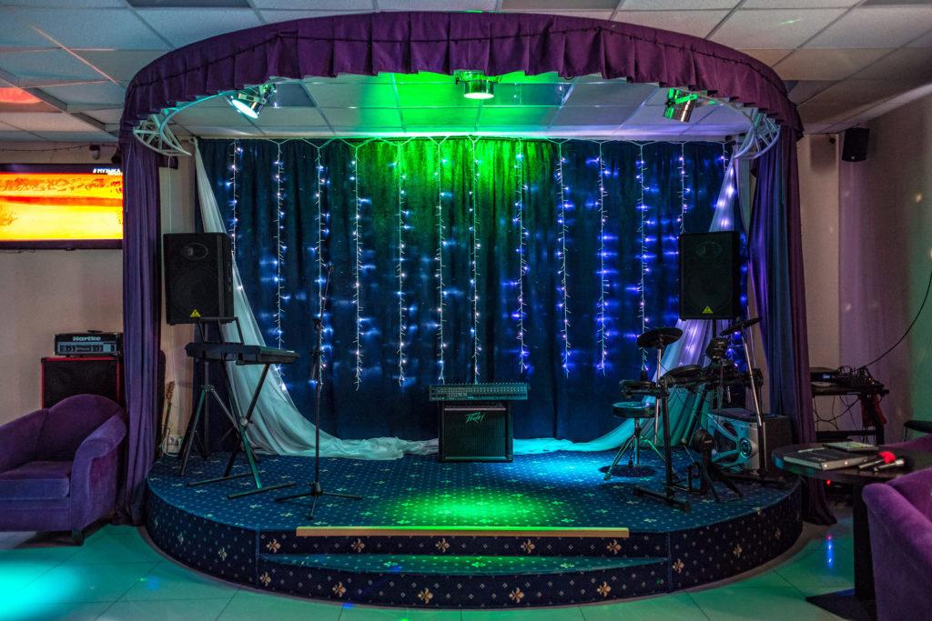 Друзья, у кого есть знакомые #музыканты из Москвы, кто хотел бы #поиграть. #попеть, может даже денег заработать? Есть #сцена и куча инструментов и #аппаратура что надо для музыкантов в #новмосква в 5 мин до метро #Ольховая